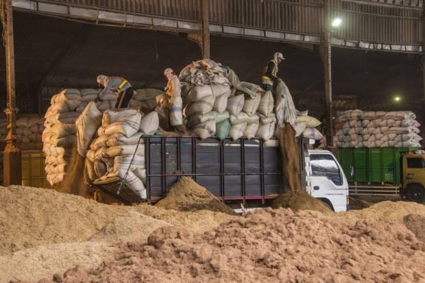 SMGR Semen Indonesia Manfaatkan Sampah Sebagai Bahan Bakar Alternatif