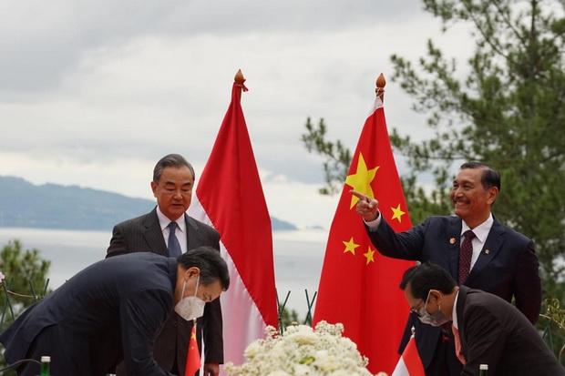 Pertemuan Luhut dan Menlu China Berbuah Kerja Sama Two Countries Twin Parks