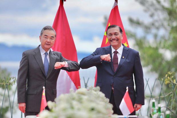 Luhut Tawarkan Menlu China Investasi di Danau Toba, Ini Alasannya