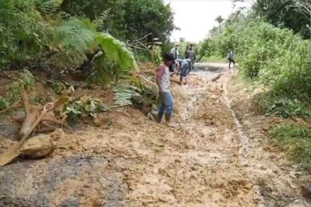 Ribuan Warga di 3 Desa Kabupaten Pinrang Terisolasi Karena Tanah Ambles