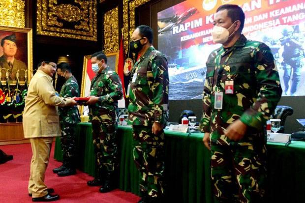 Prabowo Serahkan 40 Rantis Maung kepada TNI Usai Rapim Kemhan 2021