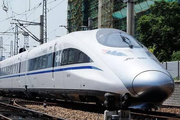 Luhut Ingin Kereta Cepat Jakarta-Bandung Bisa Diperpanjang hingga Surabaya