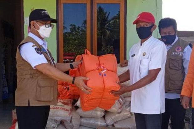 BPBD Luwu Utara Salurkan Bantuan Banjir di Desa Giri Kusumah