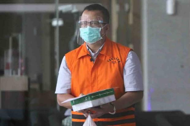 KPK memperpanjang penahanan mantan Menteri Kelautan dan Perikanan Edhy Prabowo. Tiga tersangka kasus suap benur juga diperpanjang masa penahanannya.