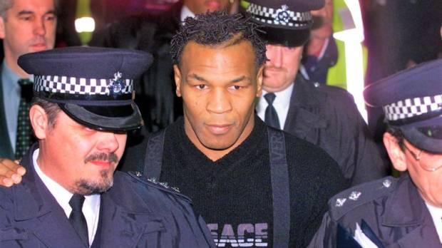 Ya, Tuhan! Mike Tyson Dituduh Jambret Anting-anting Seorang Ibu
