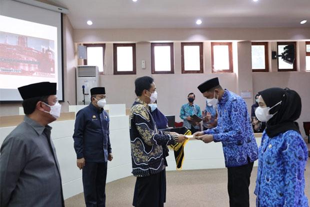 Bagikan 526 SK PNS, Ini Pesan Pj Wali Kota Makassar