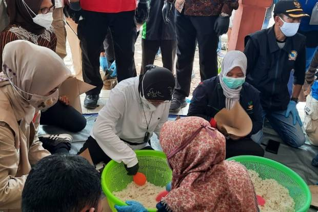 Hidayat Nur Wahid Kritik Risma soal Bungkus Nasi, Pengamat: Kritikan Receh