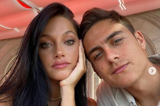 Mengejutkan, Calon Istri Paulo Dybala Ternyata Kanan-Kiri Oke