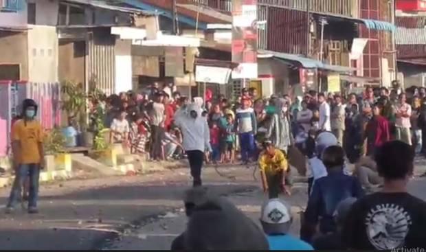 Dua Geng Remaja Tawuran Bawa Senjata Tajam, Puluhan Rumah di Medan Belawan Rusak