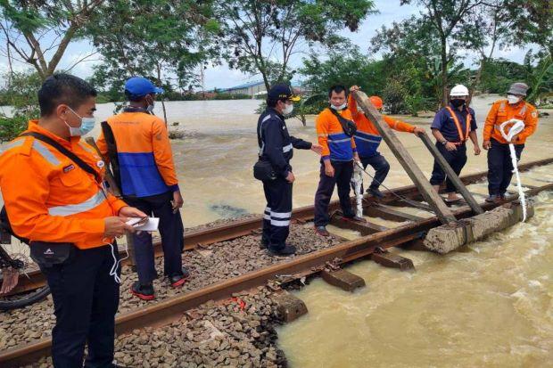 Kereta Api dari dan Menuju Jakarta Sudah Beroperasi Normal