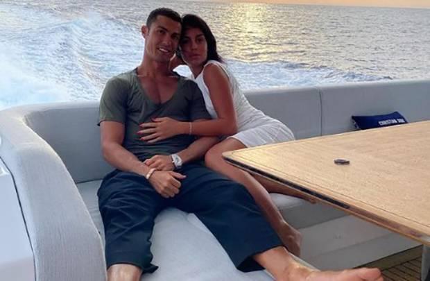 Cristiano Ronaldo Cenderung Suka Cewek Berbokong Indah
