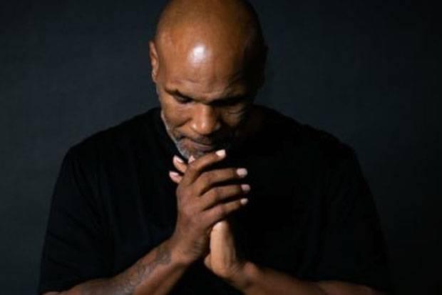 Doa Tulus Mike Tyson untuk Kesembuhan Tiger Woods