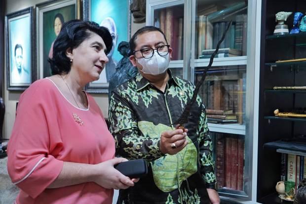 Dikunjungi Dubes Armenia, Fadli Zon Tunjukkan Senjata Tradisional Ini