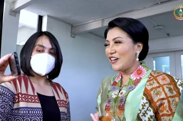 Hetty Andika Video Call Beri Semangat Iis Riani Usai Operasi Fistula Ani