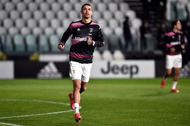 Tidak Seperti Koleganya, Ronaldo Ogah Merajah Tubuh Karena Satu Alasan