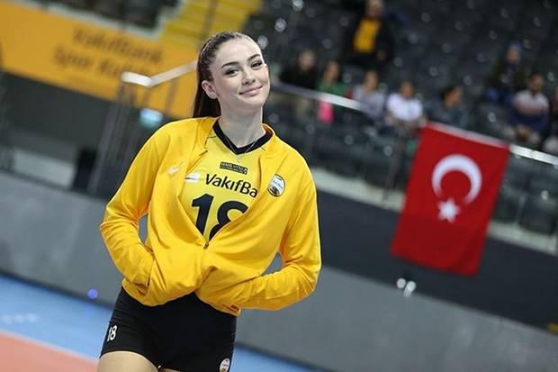 Zehra Gunes, Atlet Cantik Andalan Tim Voli Turki