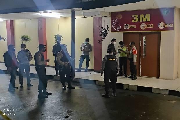 Polisi Bersenjata Lengkap Jaga Ketat Ruang Jenazah Terduga Teroris di RS Polri