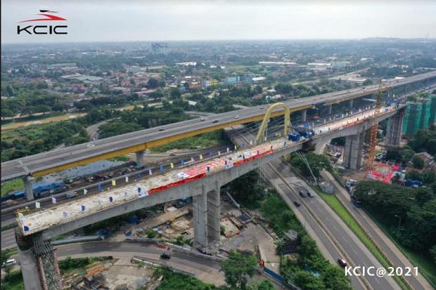 Percepat Kereta Cepat Jakarta-Bandung, Rel Buatan China Mulai Diangkut dari Cilacap