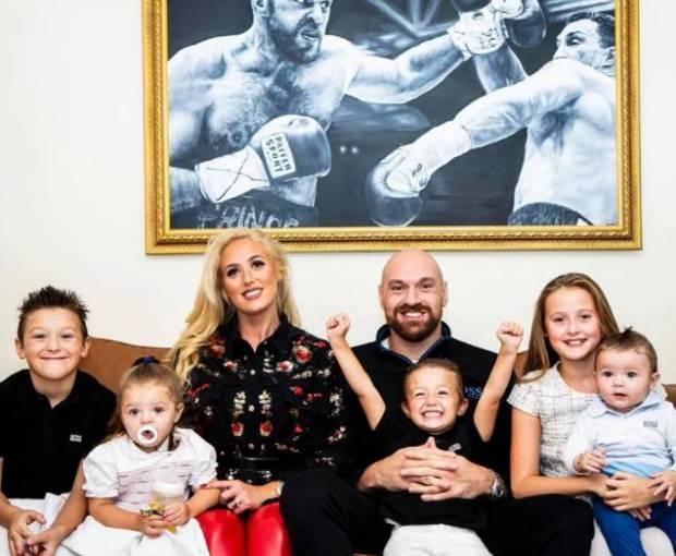 Wow! Tyson Fury Pamer Punya 5 Anak dan Menanti Anak Nomor 6!