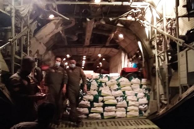 Panglima TNI Kirim 12,4 Ton Bantuan Logistik untuk Korban Bencana NTT