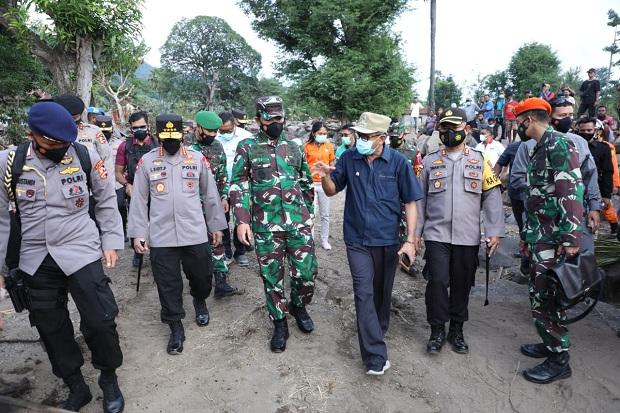 Tinjau Bencana NTT, Panglima TNI dan Kapolri Fokus Evakuasi Korban dan Bantuan