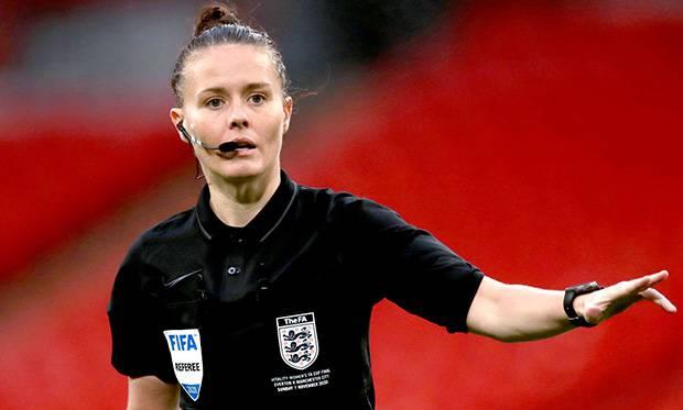 Rebecca Welch Wasit Wanita Pertama di Pertandingan EFL