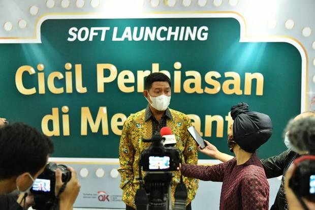 Jajal Fitur Produk Baru Pegadaian, Yuni Shara Cicil Perhiasan di Distro Galeri 24 Bandung