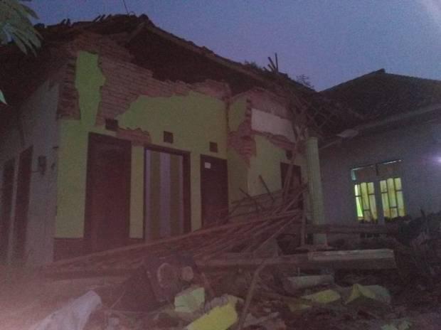 Kepala Pusat Data Informasi dan Komunikasi Kebencanaan BNPB, Raditya Jati mengatakan, korban meninggal akibat gempa bumi yang mengguncang Malang sebanyak 7 orang.