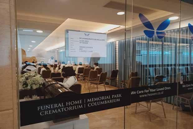 Puluhan Jemaat Hadiri Proses Kremasi Jenazah Lia Eden di Grand Heaven