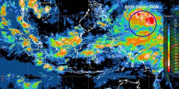 Siklon Tropis 94W Mendekat, Indonesia Potensial Diguyur Hujan Petir Lebat