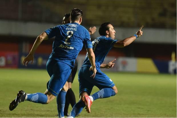Persib Bandung Pakai Jersey Utama