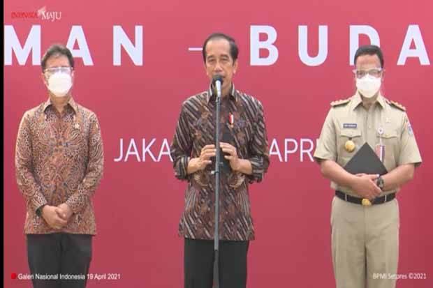 Tinjau Vaksinasi Seniman, Jokowi: Kita Harus Eling lan Waspodo