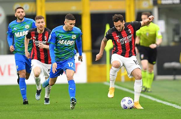 Babak I: Milan Unggul atas Sassuolo Lewat Gol Hakan Calhanoglu