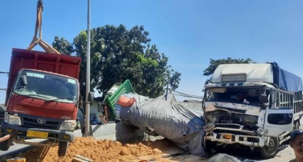 Kecelakaan Karambol Libatkan Tiga Truk di Gresik, Jalur Pantura Macet Total