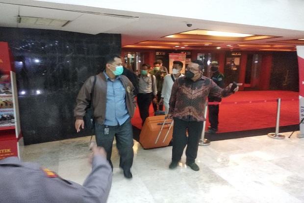 Setelah 3,5 Jam Geledah Ruangan Azis Syamsuddin, Penyidik KPK Tinggalkan Gedung DPR