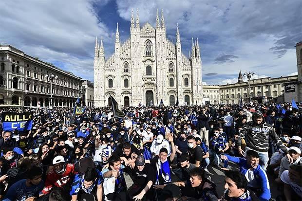 Suporter Inter Milan Turun ke Jalan Rayakan Scudetto Serie A ke-19