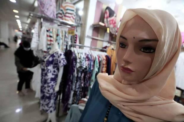Pedagang Baju Muslim Curhat, Mau Lebaran Dagangannya Gak Laku