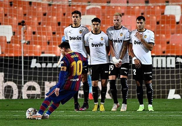 Gol Spektakuler Messi Warnai Kemenangan Barcelona atas Valencia