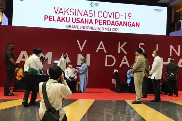 Disaksikan Jokowi, Pemilik Label ELEMWE Wakil Pertama Vaksinasi Covid-19 Pelaku Usaha