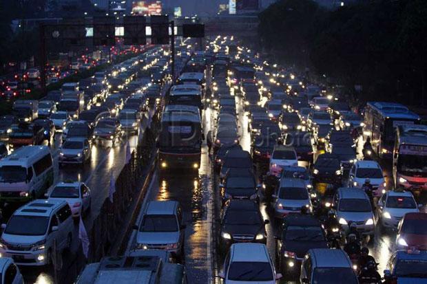 1 Hari Jelang Pelarangan Mudik, 414.774 Kendaraan Mabur Tinggalkan Jakarta