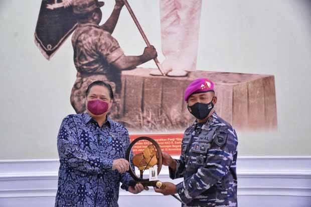 Ke Markas Komando Marinir, Menko Airlangga Apresiasi Dedikasi TNI dalam Penanganan COVID-19
