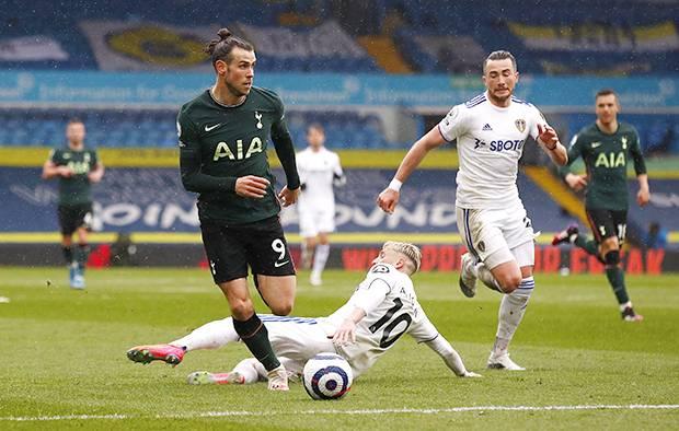 Gareth Bale Mandul, Tottenham Tersungkur di Markas Leeds United