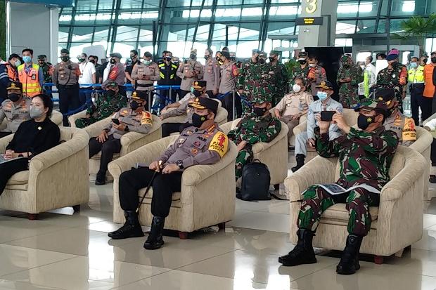 H-1 Jelang Lebaran, Kapolri Tinjau Arus Keberangkatan di Bandara Soetta