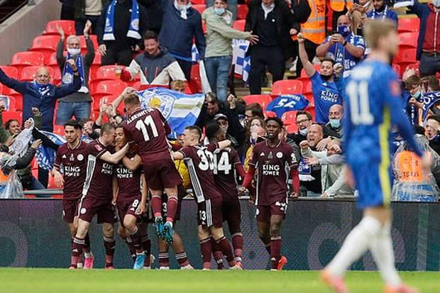 Kalahkan Chelsea, Leicester Angkat Piala FA Pertama