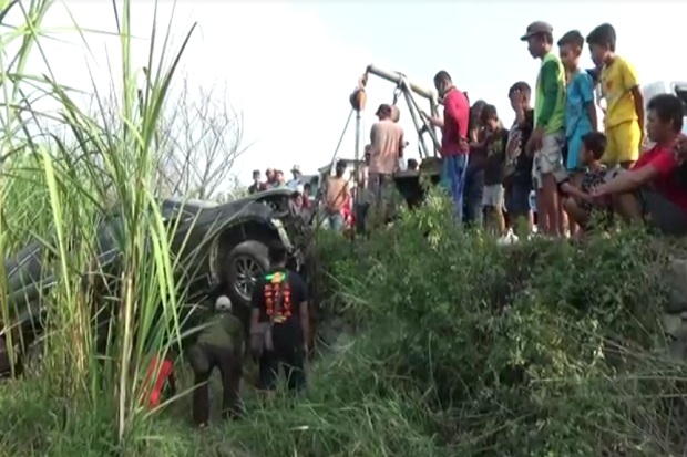 Mobil Pemudik Asal Madura Terjun ke Sawah usai Berlebaran di Jombang
