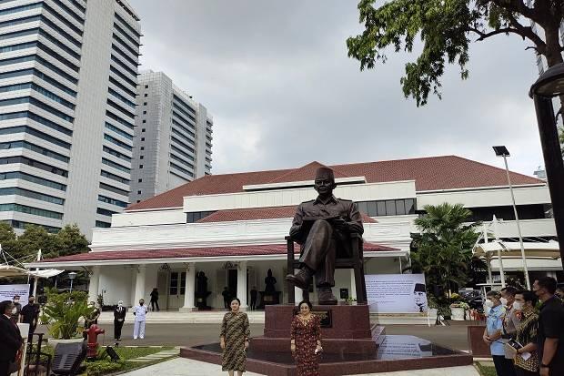 Megawati Resmikan Patung Soekarno di Gedung Lemhanas