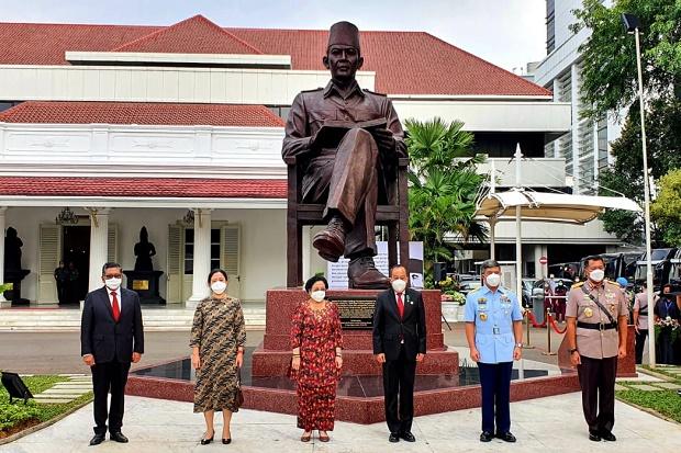 Ucapkan Terima Kasih Atas Patung Bung Karno di Lemhannas, Ini Pesan Megawati