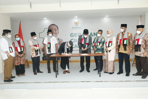 UAH Salurkan Donasi Rp6,3 M ke Baznas untuk Beasiswa Pelajar Palestina di Indonesia