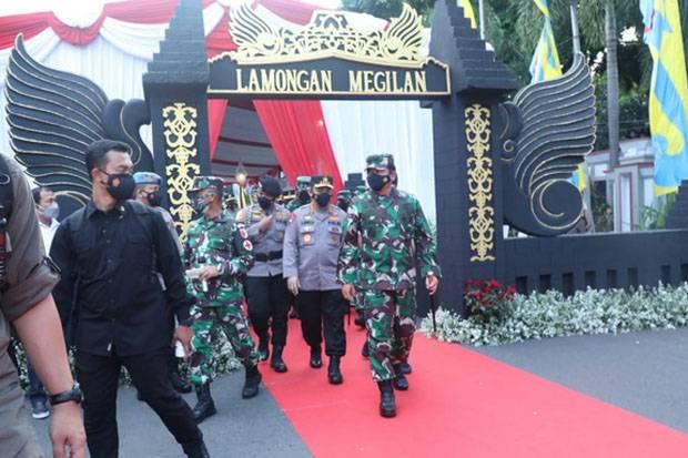 Atasi Corona di Lamongan, Panglima TNI Bersama Kapolri Pimpin Apel Satgas