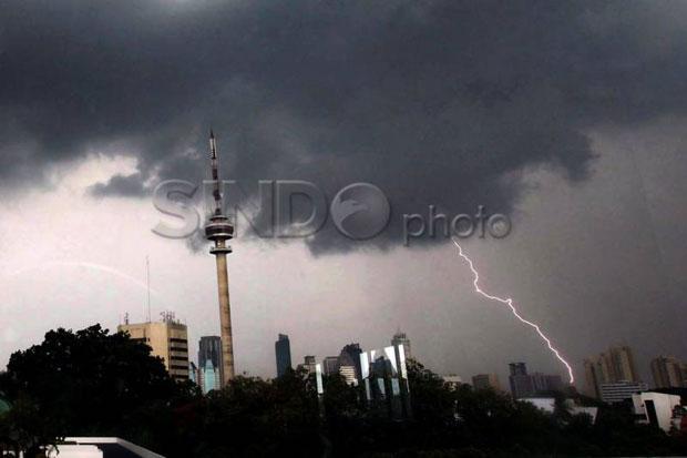 Waspada! 25 Wilayah Berpotensi Hujan Lebat Disertai Kilat dan Angin Kencang